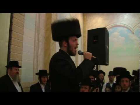 Avrumy Holczler: Professional Hasidic Singer Performs Eishet Chayil at His Own Wedding