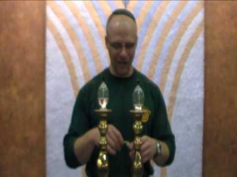 כיצד להדליק נרות שבת לפי המסורת הקונסרבטיבית-שוויונית? (עברית ואנגלית)