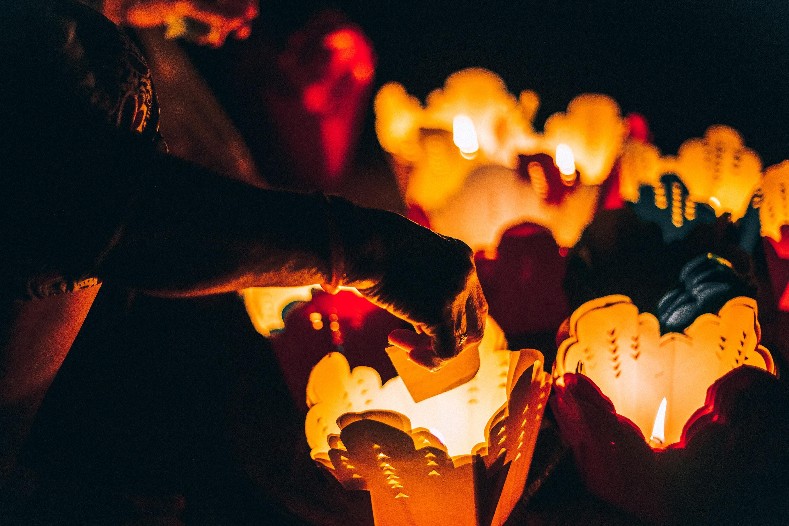 הדלקת נרות שבת בסגנון הומניסטי