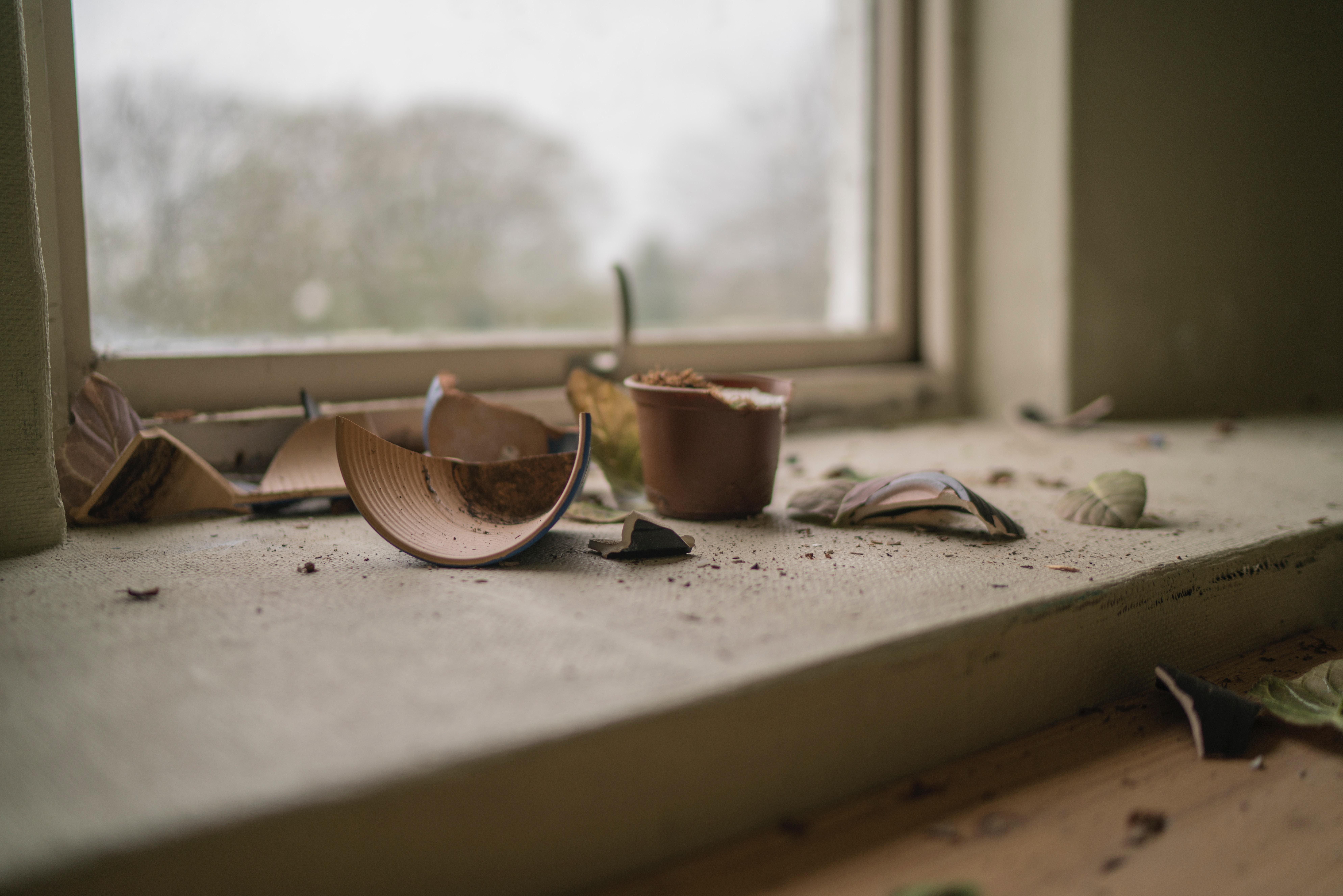 מאמר על מנהגי 'זכר לחורבן'- שבירת הכוס ו-'תיקון חצות'
