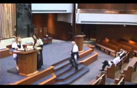 קוד התנהגות, לבוש ומנהגים לטקס בר/בת המצווה בבית הכנסת (אנגלית)