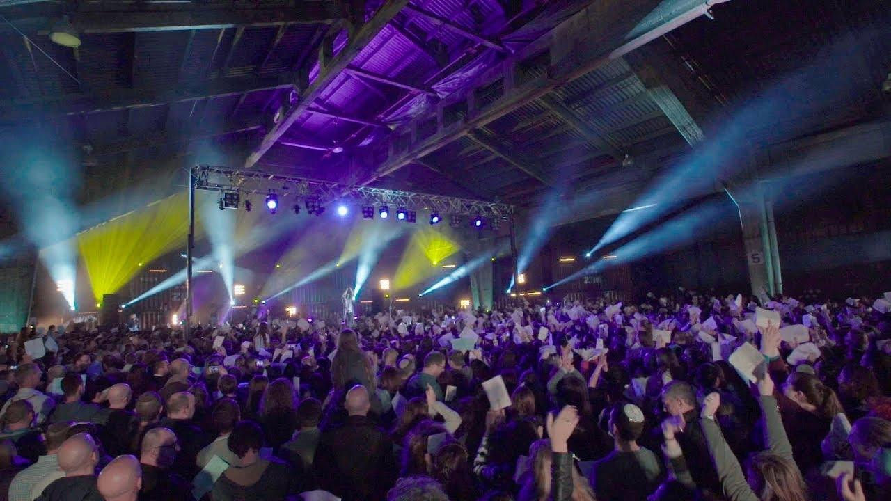 "Koolulam: 3000 People Sing Matisyahu's ""One Day"" in Hebrew, English & Arabic"