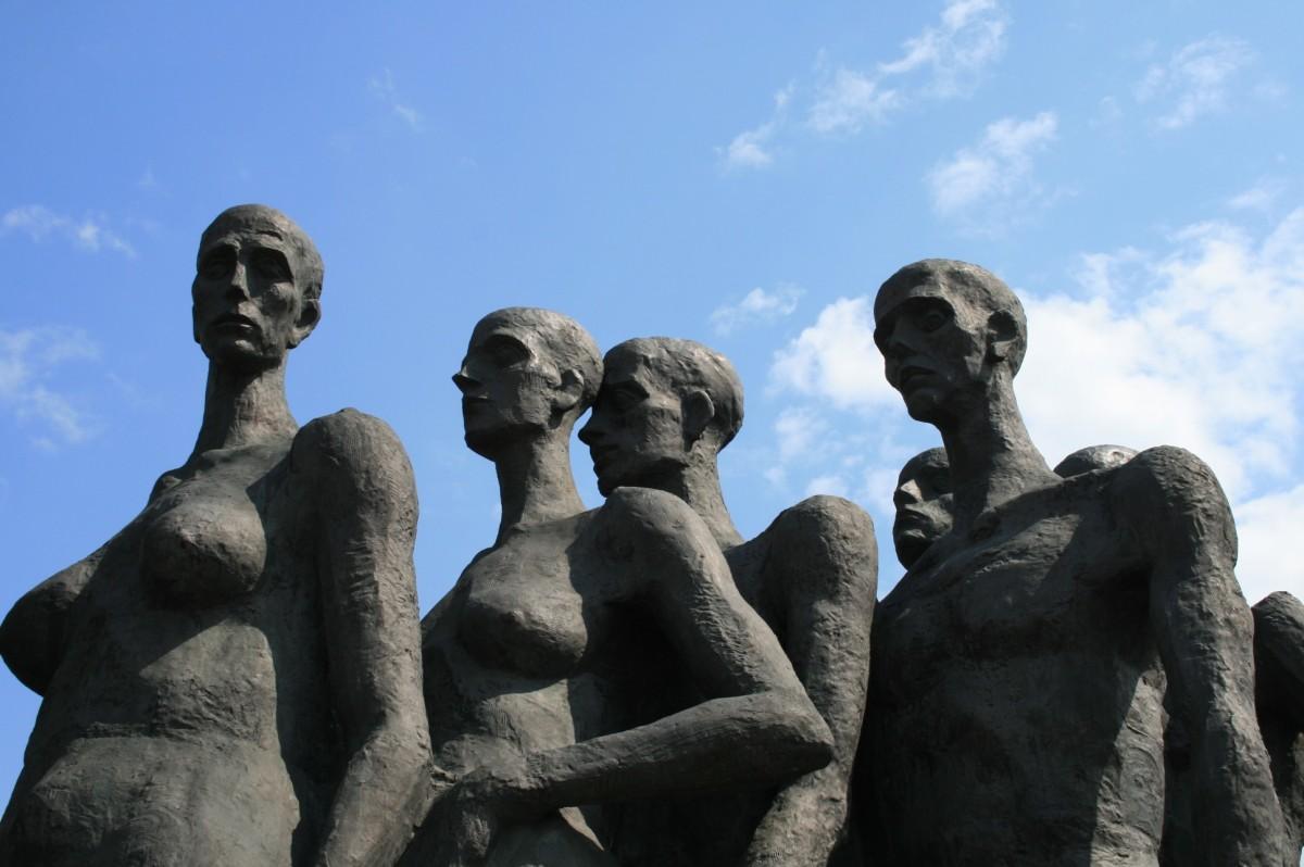 ניצול מיני של נשים בשואה