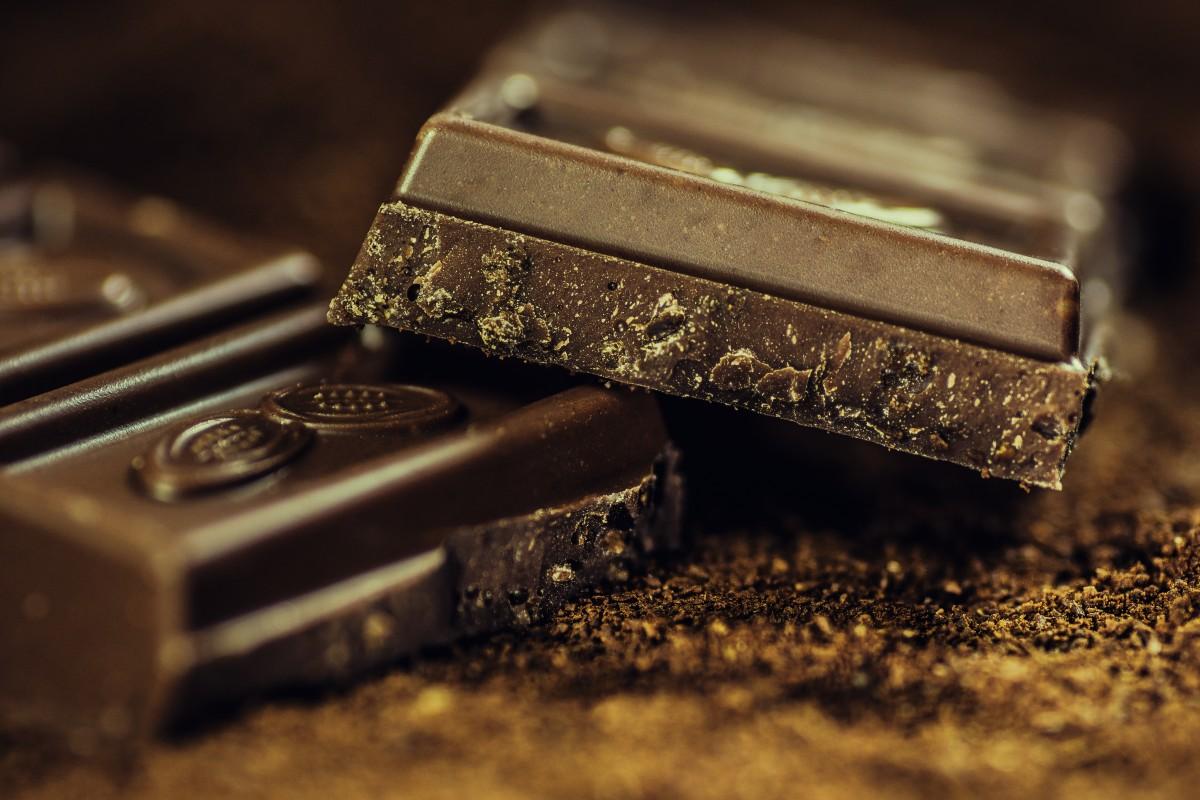 אם אין לחם תאכלו עוגות – מתכון לעוגת שוקולד בחושה כשרה לפסח