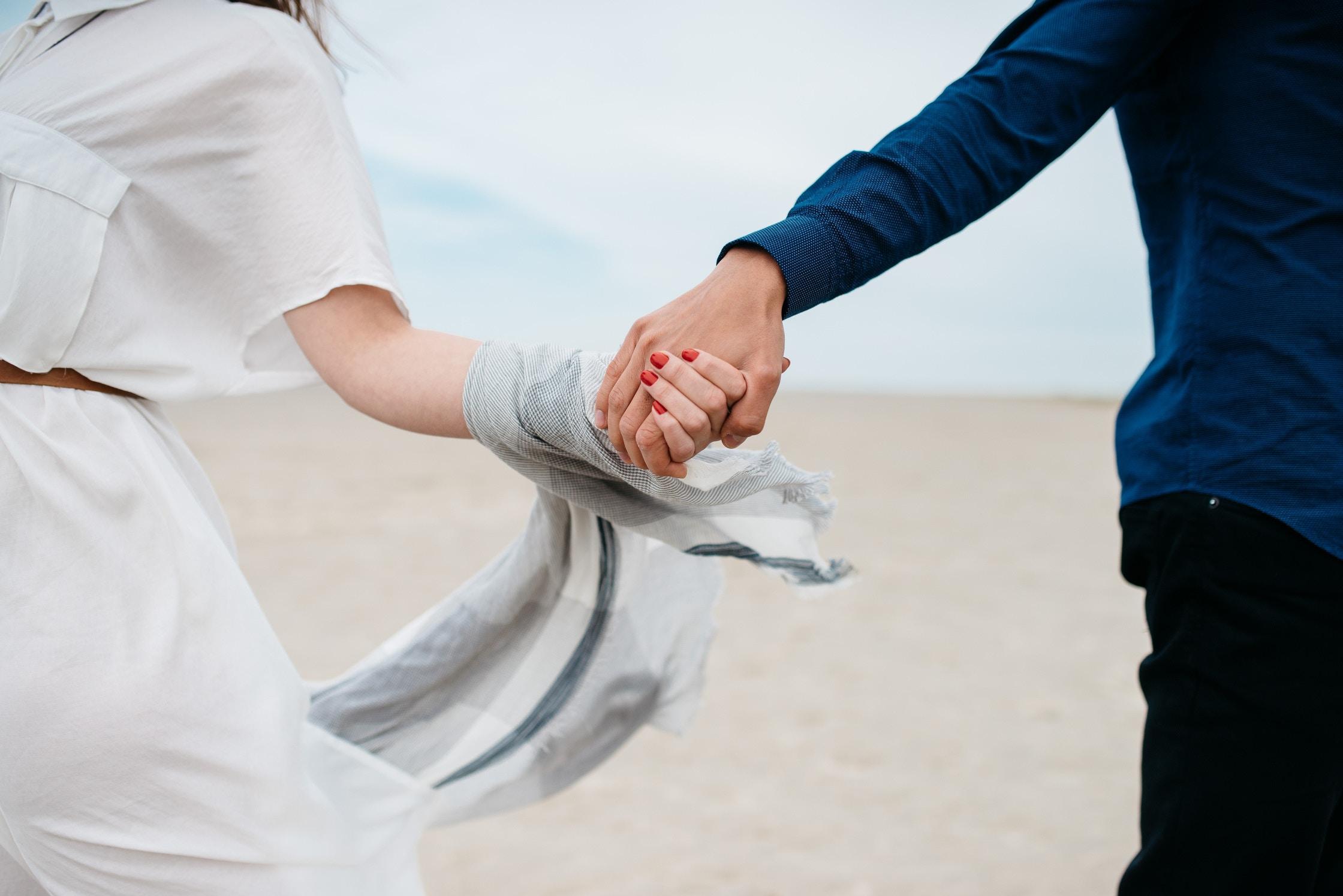 המפגש הזוגי- בין אחדות לאחרות (מערך לימוד)
