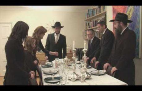 """קידוש לליל שבת בנוסח חב""""ד בליווי קריינות של הרב זקס (עברית ואנגלית)"""