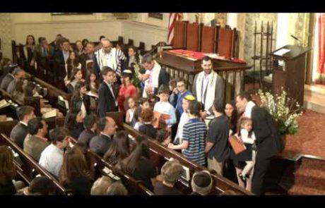ברכת הילדים משותפת לכלל ילדי הקהילה בליווי מוזיקאלי
