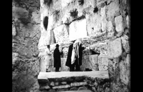 """V'zakeini"" Song: A Post Candle Lighting Prayer (Rabbi Baruch Levine)"