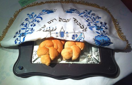 מנהג יהודי תימן לשיטת 'בעל הבית בוצע ואורח מברך'